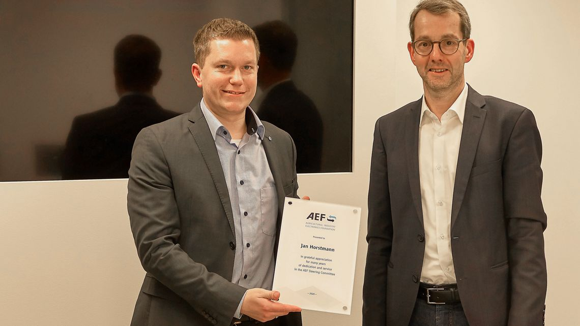 Jan Horstmann was given a gift to celebrate his contribution to his long-time support of AEF Steering Committee.